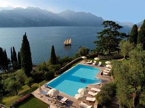 Le 10 piscine pi belle del lago di garda - Hotel lago garda piscina coperta ...